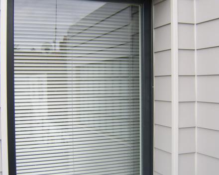 afwerking raam met Eternit Siding Cedral Smooth en aluminium profielen